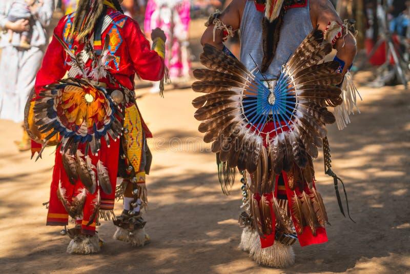 Powwow Nativos americanos vestidos de completa regalia Detalhes do encerramento da regalia fotografia de stock