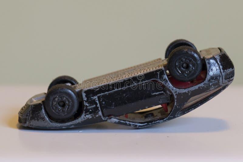 Powyginany czerni zabawki samochód do góry nogami obrazy royalty free