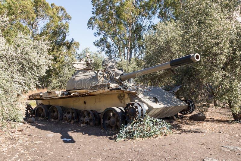 Powyginany Syryjski zbiornik Radziecka manufaktura jest po dnia zagłady obrazy stock