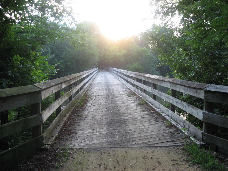 poza mosta odległości horyzontu linia kolejowa kolejowy rozciąganie tropi zdjęcia stock