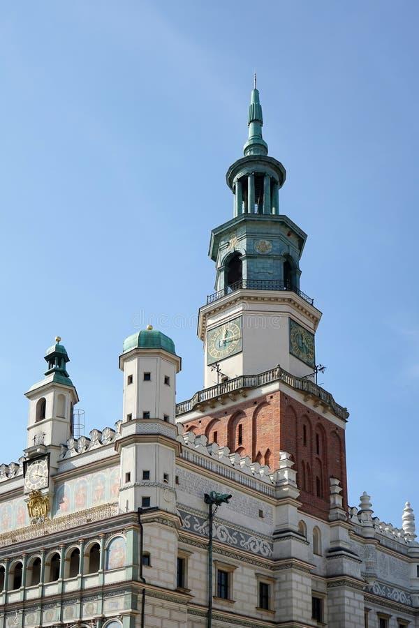 POZAN, POLAND/EUROPE - 9月16日:P的城镇厅尖沙咀钟楼 库存照片