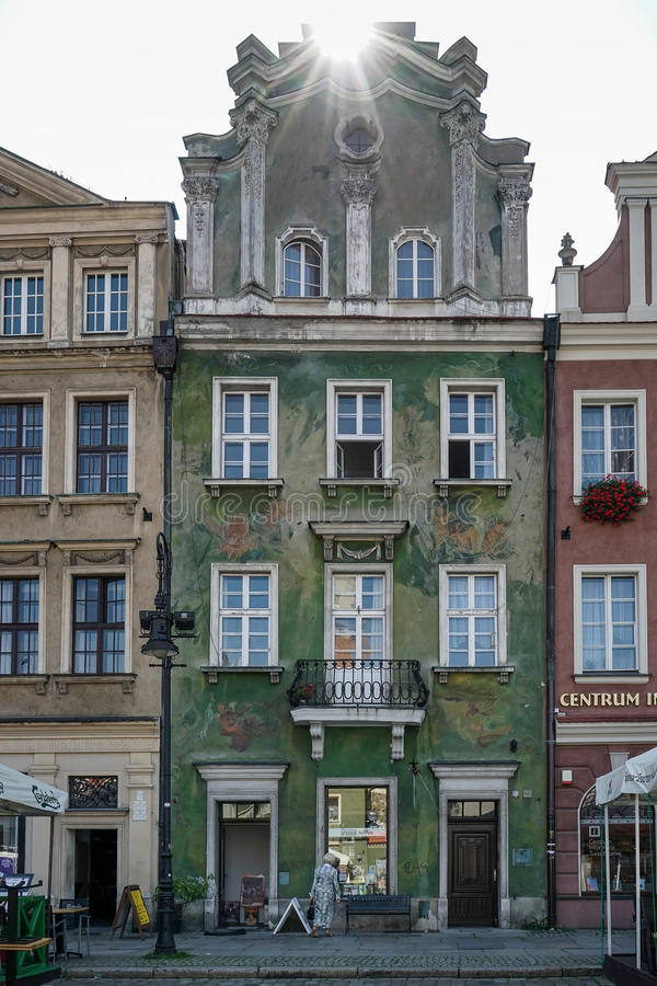 POZAN POLAND/EUROPE - SEPTEMBER 16: Grönt hus i Poznan Pola arkivfoto