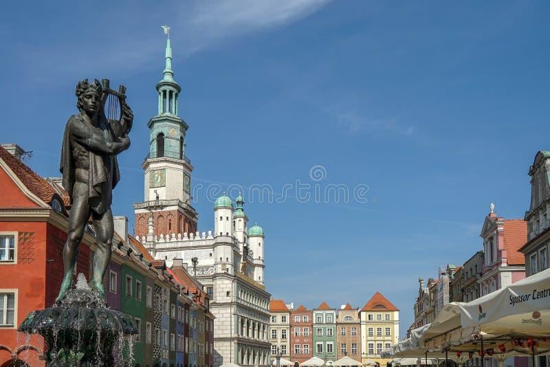 POZAN POLAND/EUROPE - SEPTEMBER 16: Springbrunn av Apollo i Pozn arkivfoton