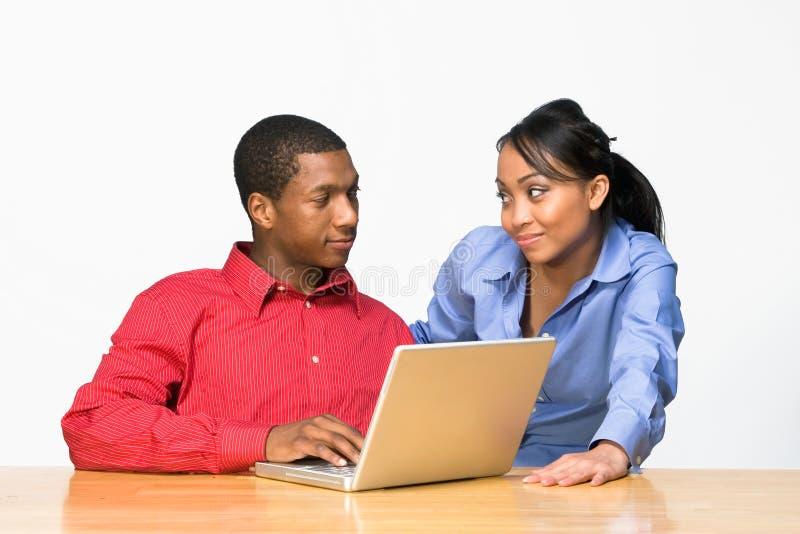 poziome komputerowych laptopów dwie nastolatki zdjęcie stock