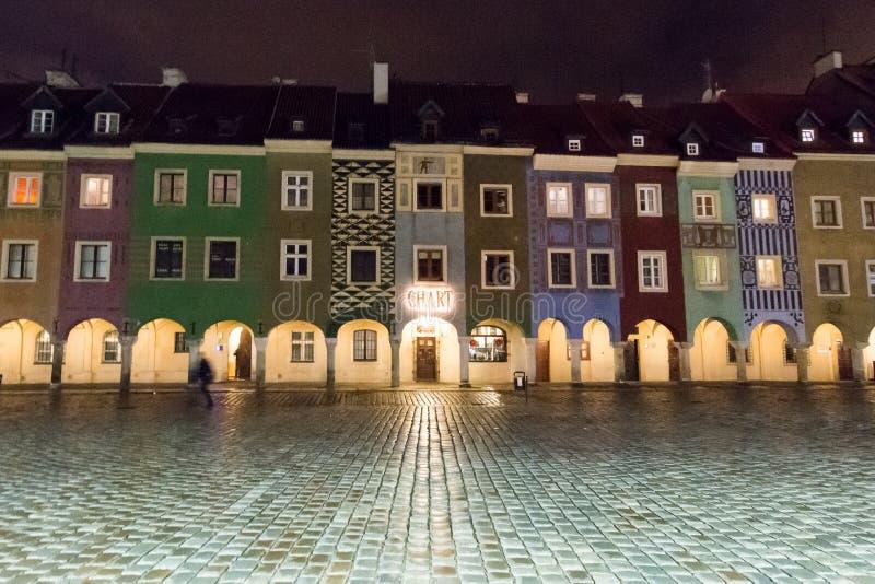 Poznan marknadsfyrkant vid natt arkivfoto