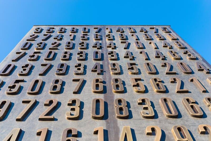 Poznan, POLÔNIA - 6 de setembro de 2016: Monumento de cryptologists poloneses (Enigma Codebrakers) fotos de stock