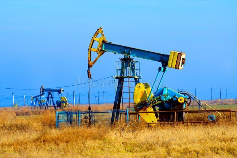 Pozo de petróleo fotos de archivo