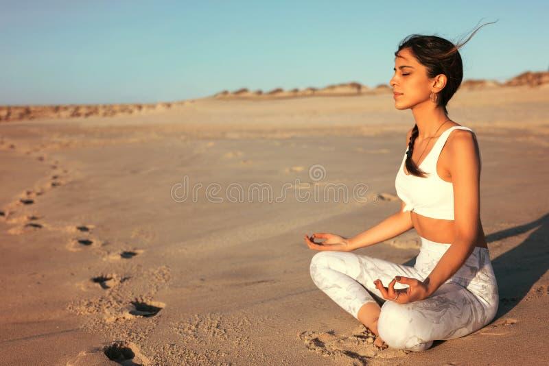 Pozwala ` s robić niektóre joga! obrazy royalty free