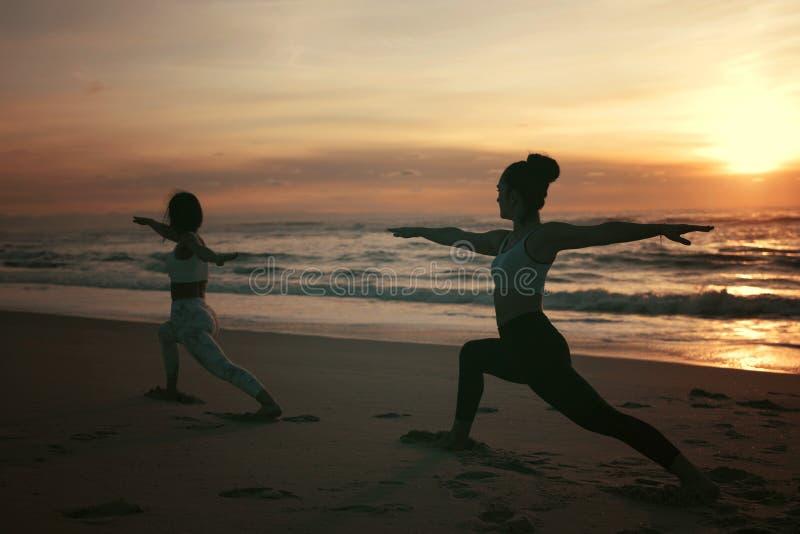 Pozwala ` s robić niektóre joga! fotografia royalty free