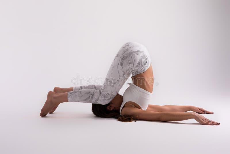 Pozwala ` s robić niektóre joga! zdjęcia stock