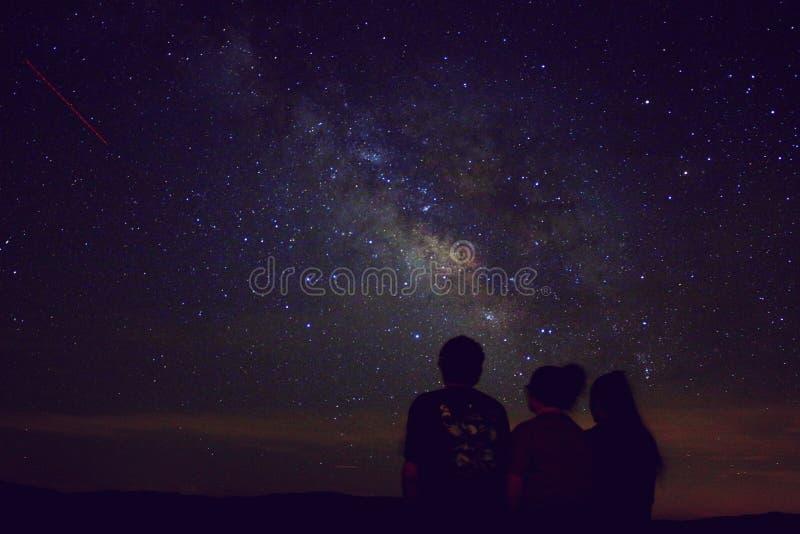 pozyskiwania ilustracyjny błyskawica nocne niebo zdjęcia stock