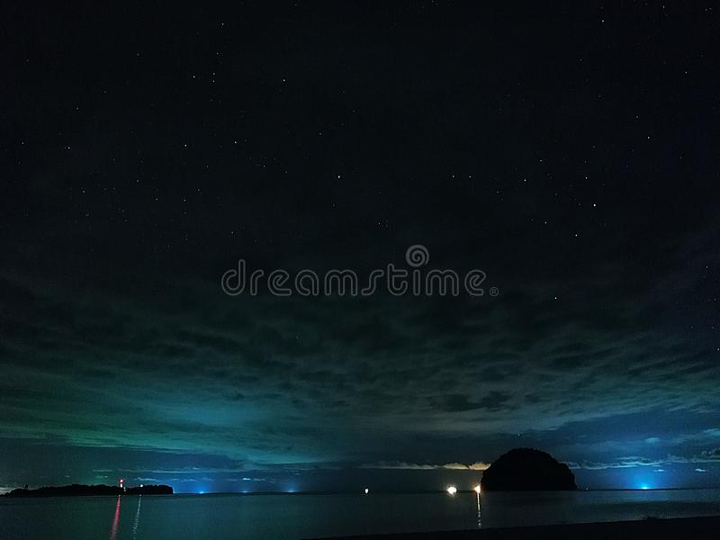 pozyskiwania ilustracyjny błyskawica nocne niebo fotografia stock