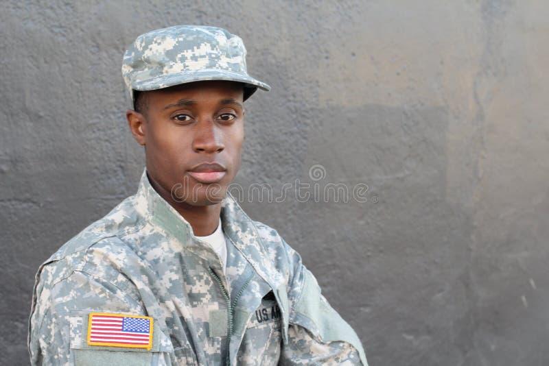 Pozyskujący żołnierz odizolowywał zamkniętego up z neutralnym wyrażeniem obraz stock
