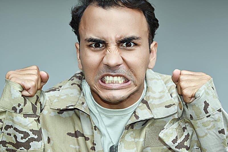 Pozyskujący Męski żołnierz Pod stresem obraz royalty free