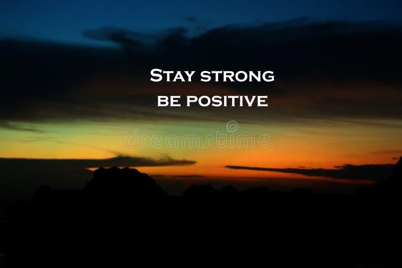 Pozytywna inspiracyjna wycena - Wantowy silny Jest pozytywny Z bl zdjęcia stock