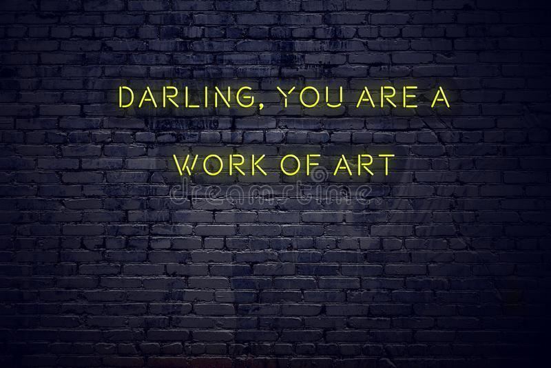Pozytywna inspiruje wycena na neonowym znaku przeciw ściana z cegieł kotuś ty jesteś dzieło sztuki zdjęcie stock