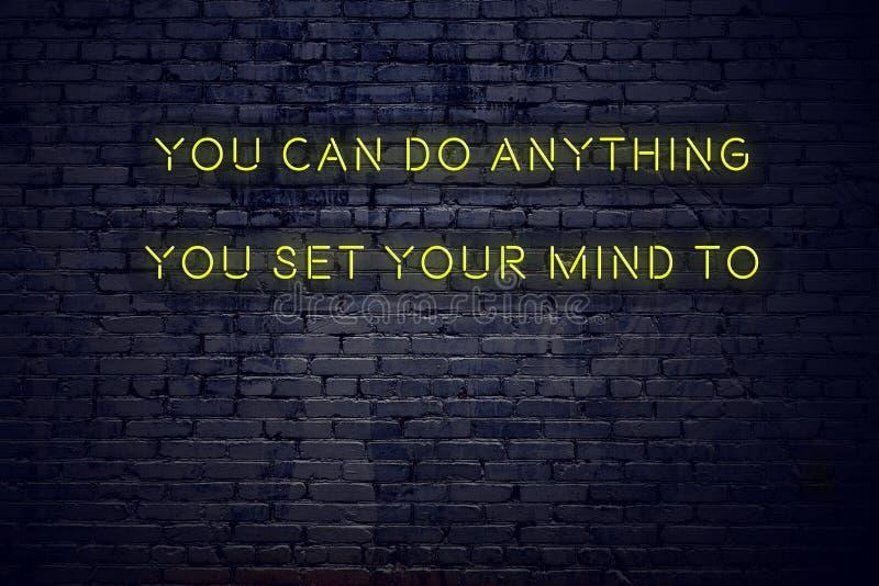 Pozytywna inspiruje wycena na neonowym znaku przeciw ścianie z cegieł ty możesz robić cokolwiek ty ustawiający twój umysł ilustracja wektor