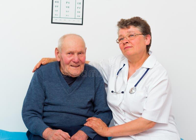 Pozytywny starsza osoba mężczyzna zdjęcia stock
