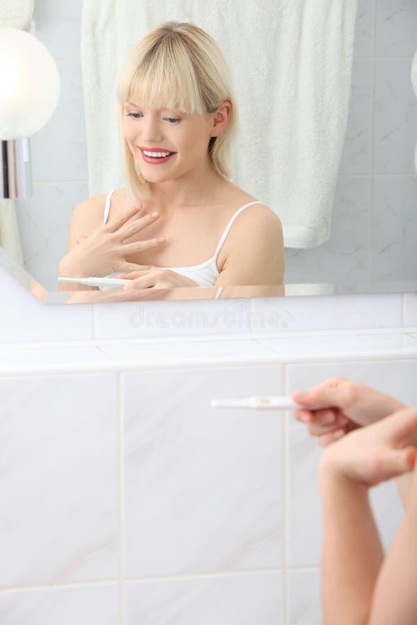 Pozytywny wynik ciążowy test obrazy royalty free