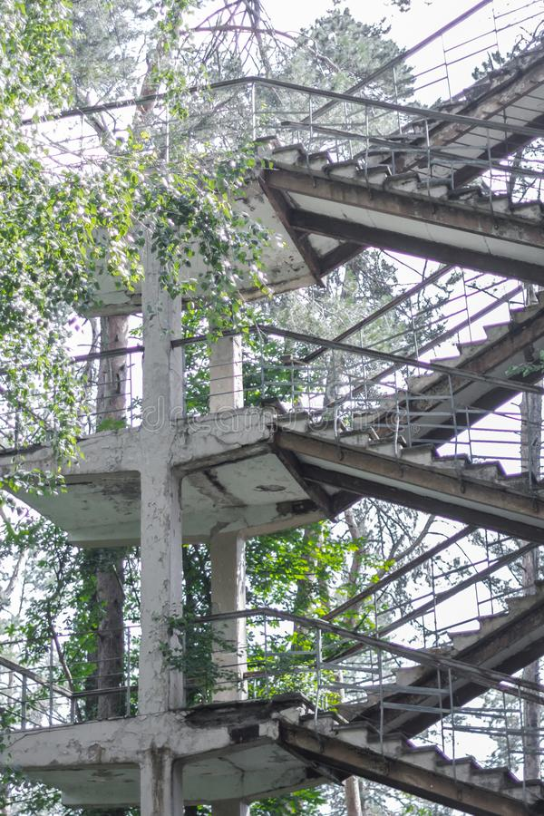 Pozzi delle scale di vecchia costruzione non finita fotografia stock libera da diritti