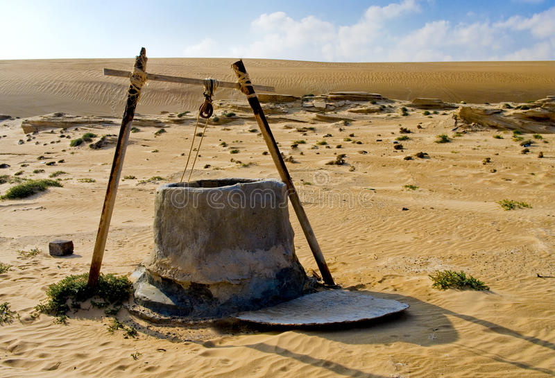 Pozzo d'acqua in deserto fotografia stock