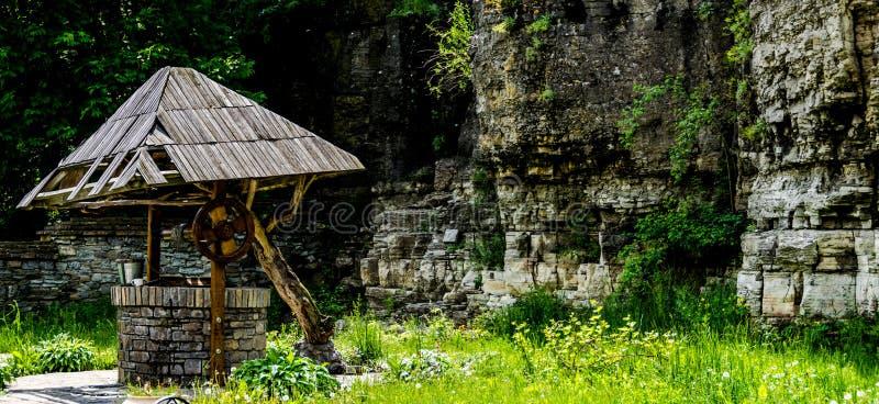 Pozzo d'acqua di pietra fotografia stock
