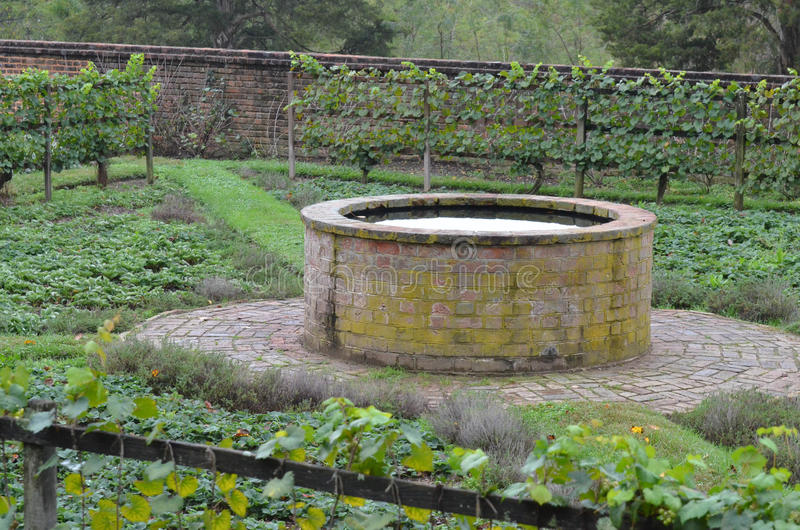 Pozzi da giardino in pietra fontane da giardino fontana for Colonne da giardino
