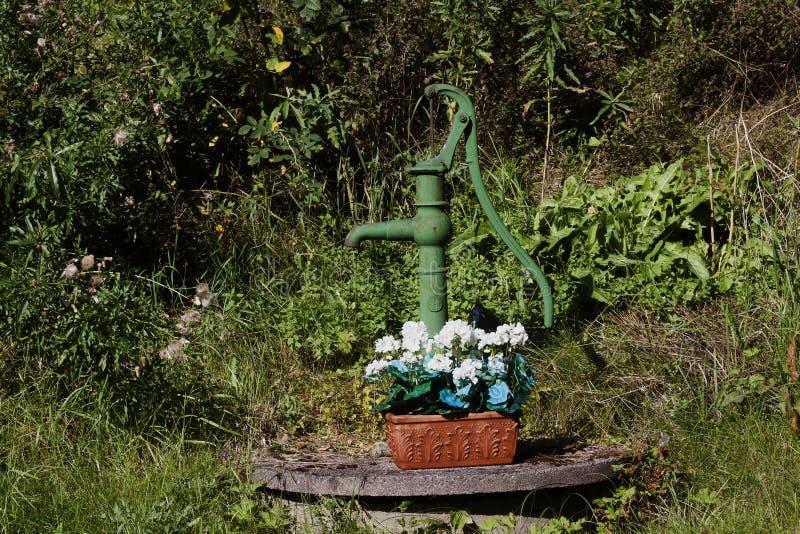 Pozzo del giardino fotografia stock immagine 60543422 for Pozzo da giardino decorativo