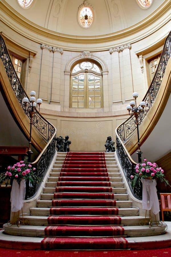 Pozzo delle scale in palazzo. fotografia stock libera da diritti