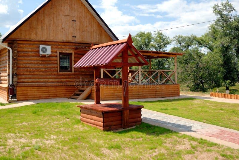 Download Pozzo di legno immagine stock. Immagine di casa, russia - 7304807