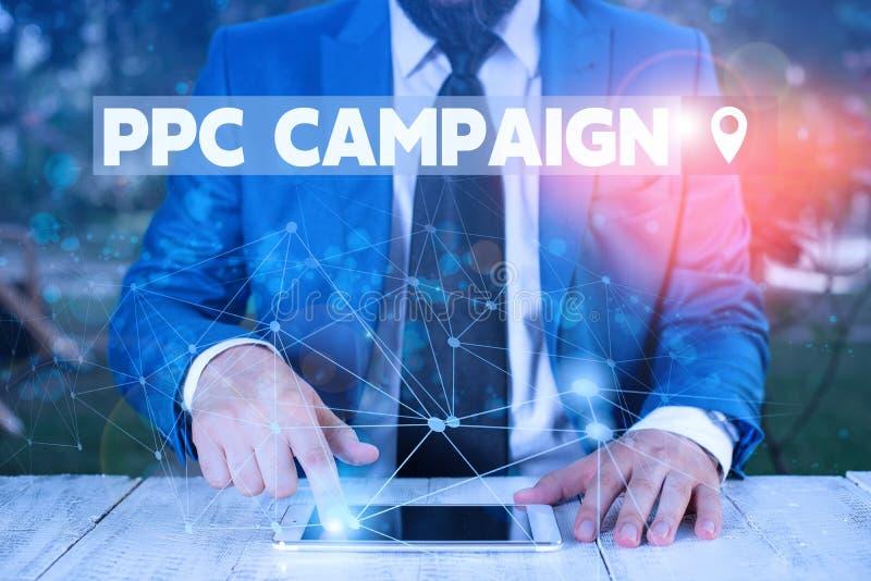 PPC-Kampagne für Textschreiben Geschäftskonzept zur Verwendung von PPC zur Werbung für ihre Produkte und Dienstleistungen Männlic stockfotografie