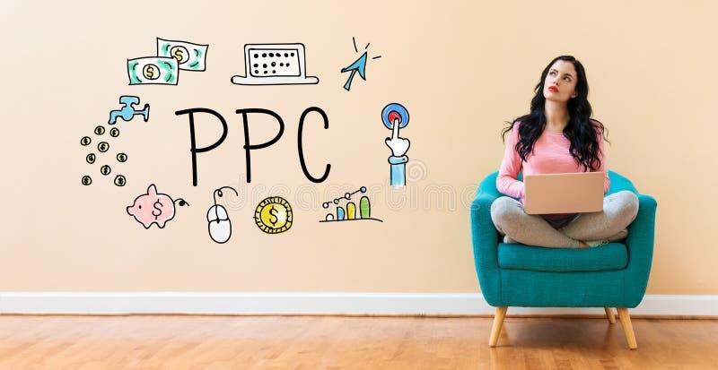 PPC met vrouw die laptop met behulp van stock afbeeldingen