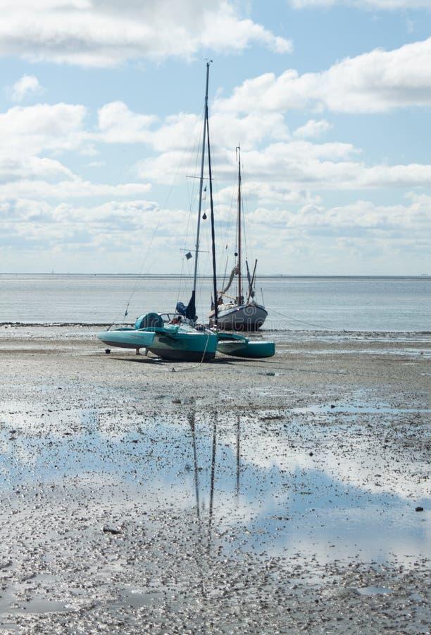 PPE de attente de bateaux à voile et sauvé photographie stock libre de droits