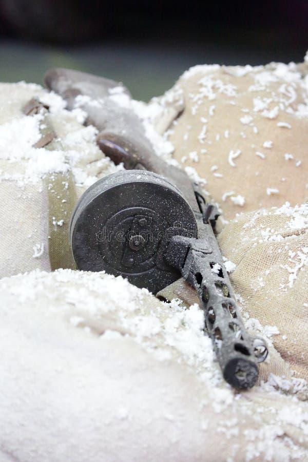 PPSh-41 с кассетой барабанчика в установке ` зимы ` стоковые изображения
