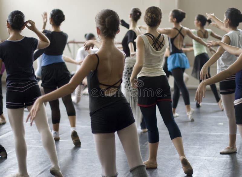 Práctica de la danza del ballet imágenes de archivo libres de regalías