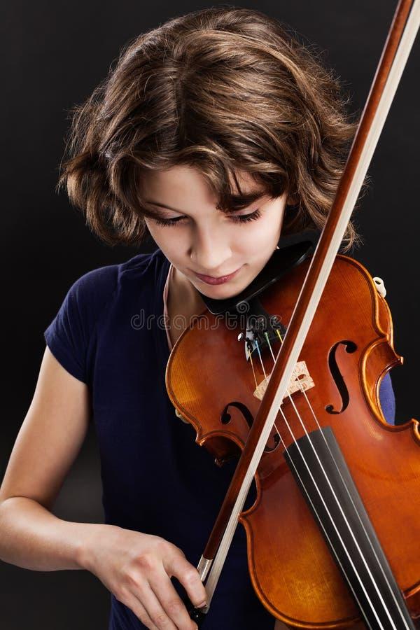 Práctica del violín imagenes de archivo