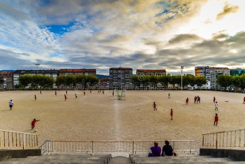 Prática do futebol em Vigo - Espanha imagens de stock
