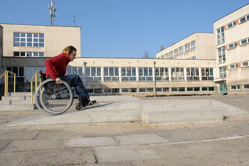 Prática do passeio da cadeira de rodas fotos de stock