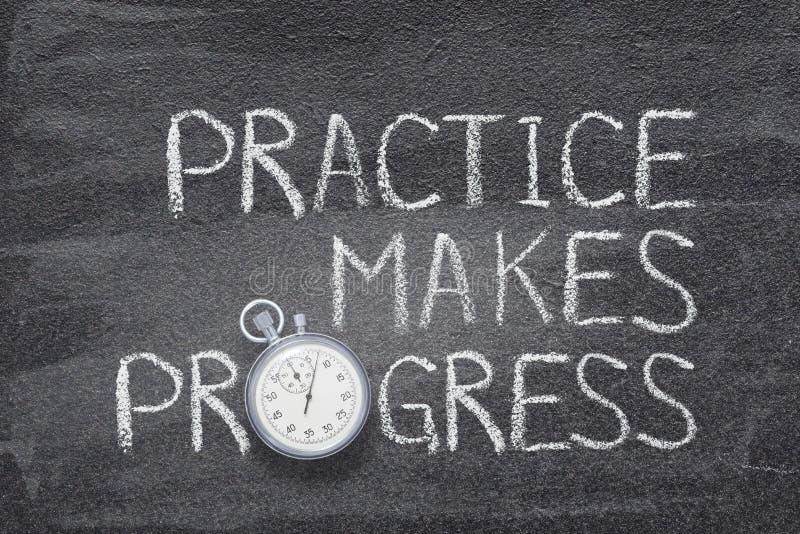 A prática faz o relógio do progresso imagem de stock