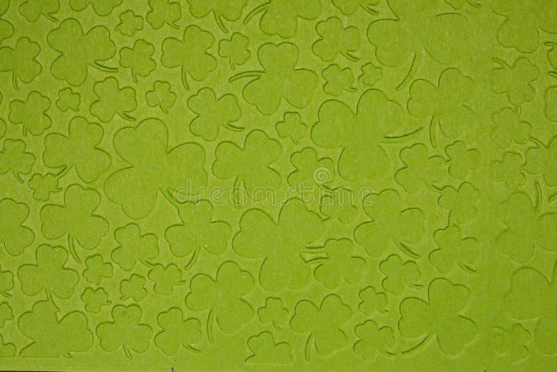 Prägeartiges hellgrünes Kartonpapier Hintergrund des Shamrocks stockfotografie