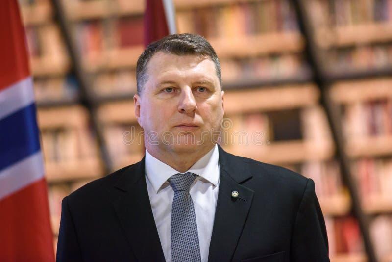 Präsident von Lettland Raimonds Vejonis an der Nationalbibliothek von Lettland lizenzfreie stockfotos