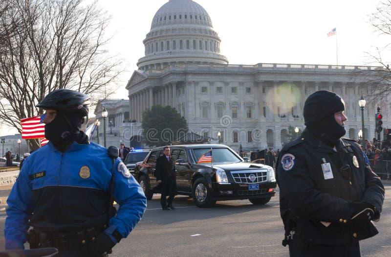 Präsidentenlimousine und US-Kapitol stockbilder
