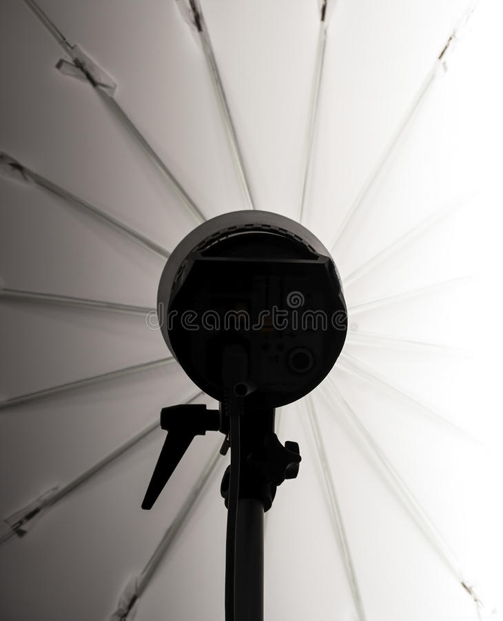 Prålig silhuette för studio med paraplyet fotografering för bildbyråer