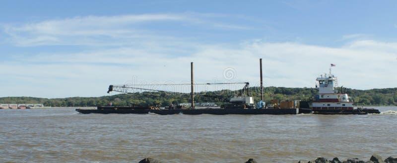 Pråm på den Mississippi floden arkivfoton