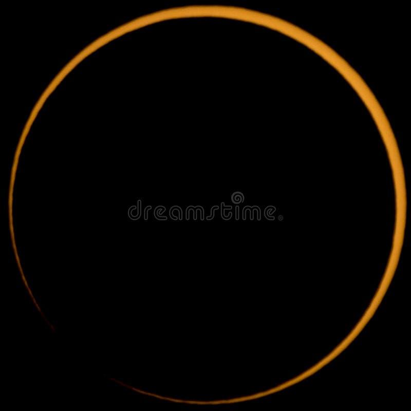 Près de l'éclipse annulaire parfaite du soleil image libre de droits
