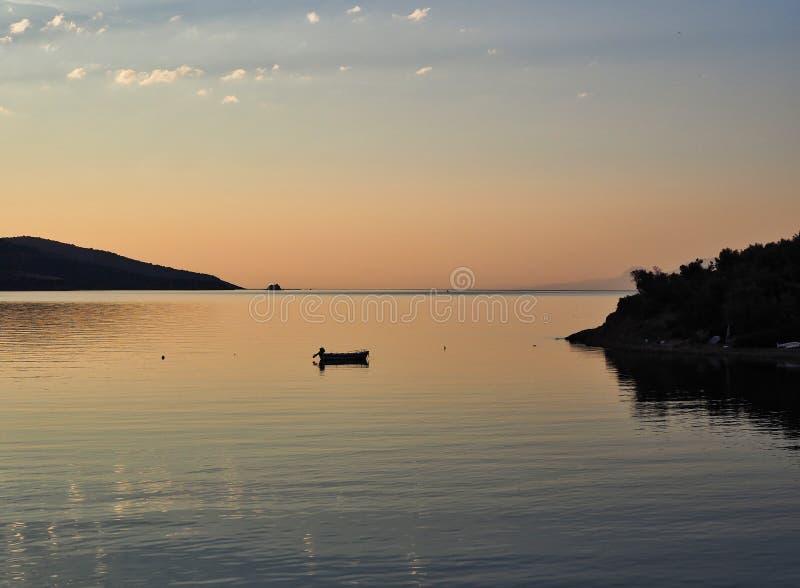 Pré aube de lever de soleil, le golfe de Corinthe, Grèce photographie stock