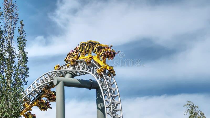 Précipitation d'adrénaline de parc d'attractions images stock