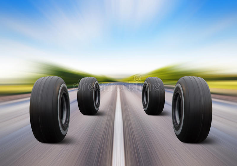 Précipitation de roues sur la route de vitesse photos stock