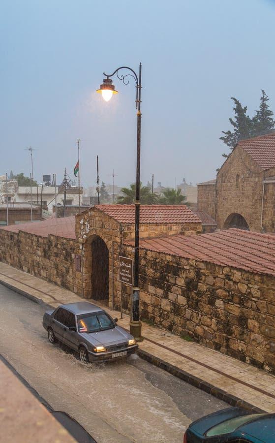 Précipitations dans la ville de Madaba, Jordanie photographie stock