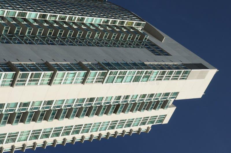 Prédio alto de apartamentos imagens de stock royalty free